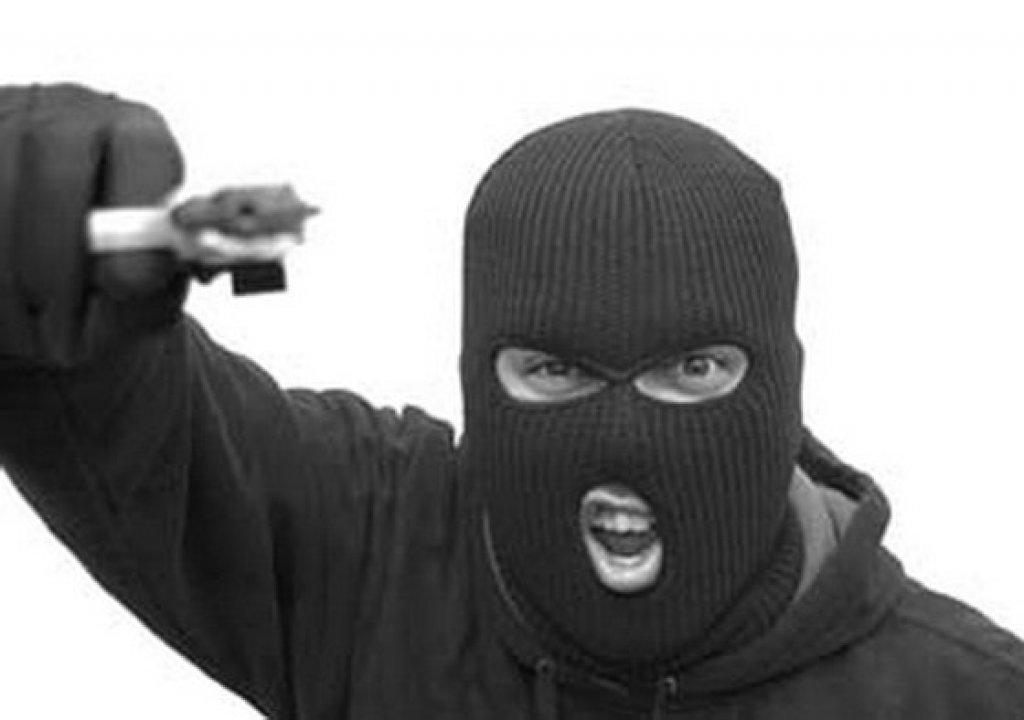 Ограбление по-рубцовски: преступники в медицинских масках обчистили ювелирный отдел