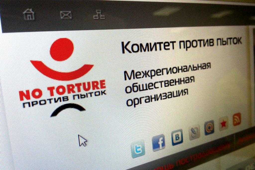 В Чечне толпа разгромила офис Комитета против пыток Новости.